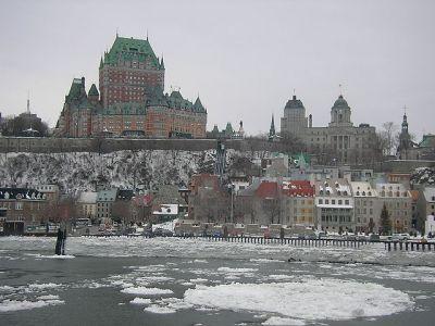 Vy över Gamla Québec i vinterskrud