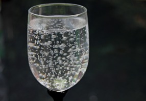 water-glass-2686973_1920