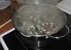 lägg i musslorna och koka under lock i 5-6 min