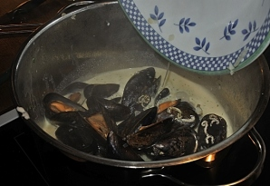 lägg i musslorna igen
