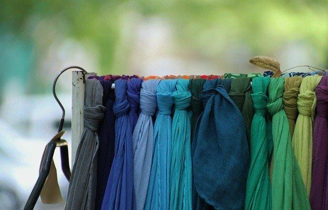 scarf-255515_640